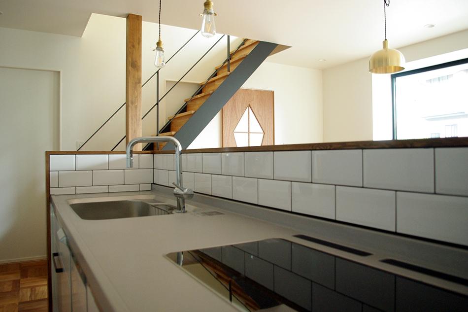 タイル貼りのキッチン