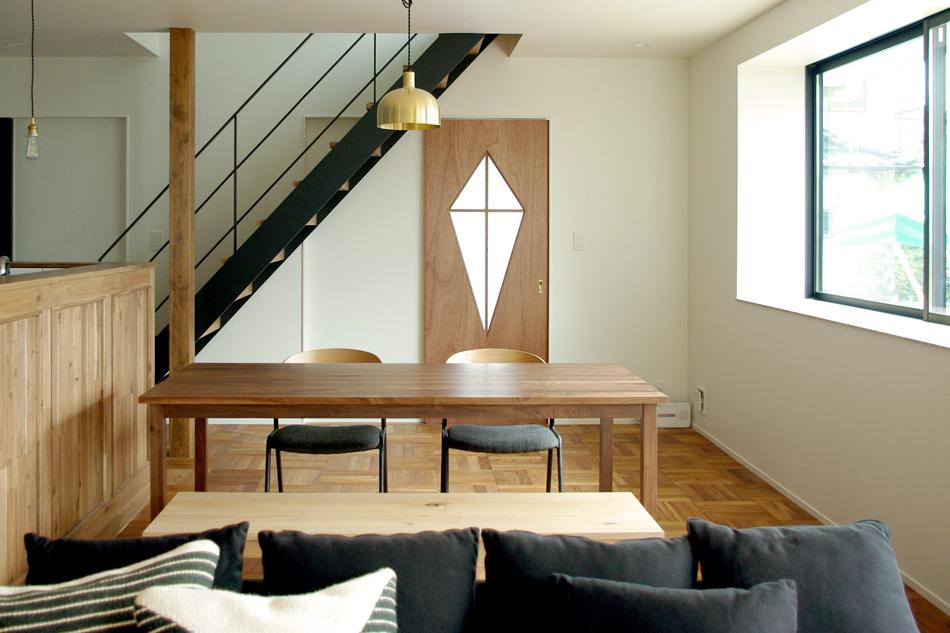 dining,階段,黒のスチール階段