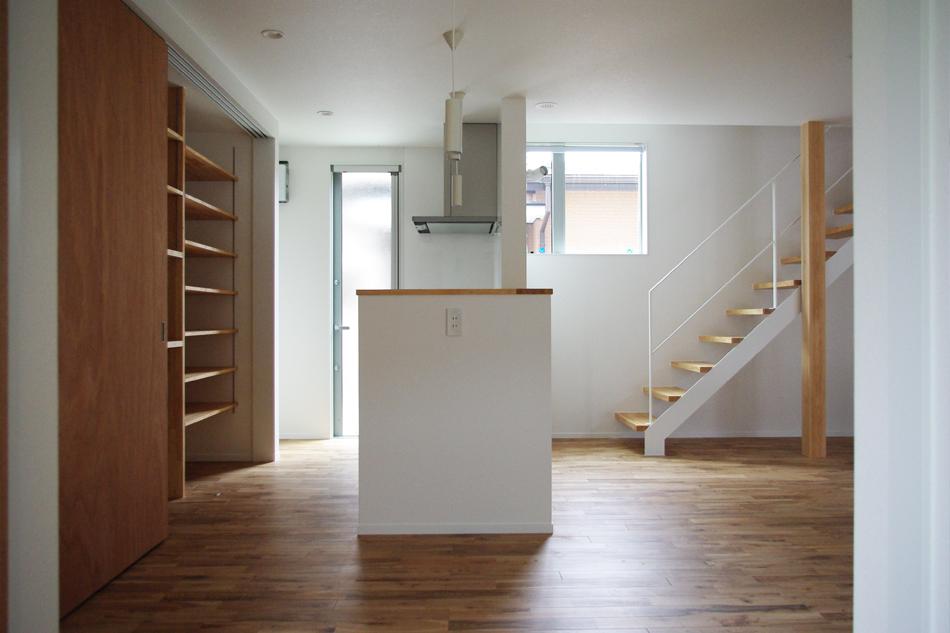 階段,ダイニング,窓,勝手口