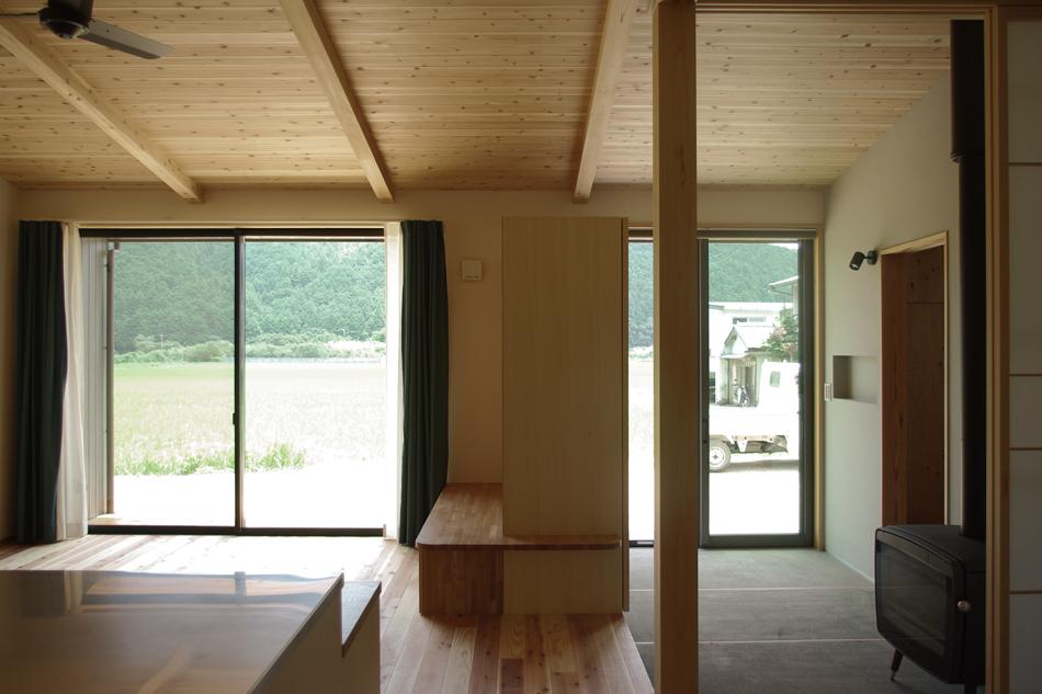 薪ストーブ,カーテン,杉板の天井