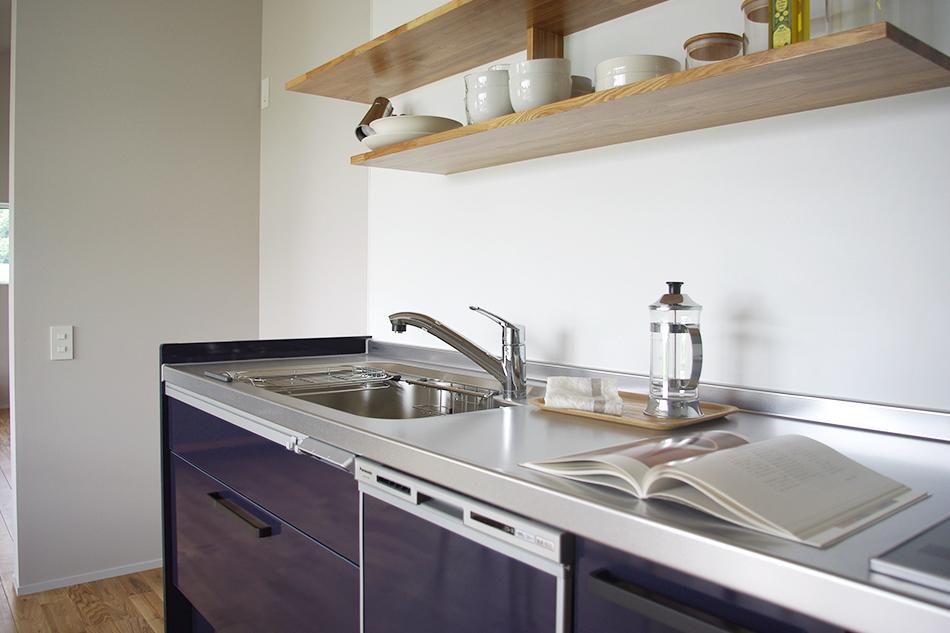 ブルーのキッチン,棚