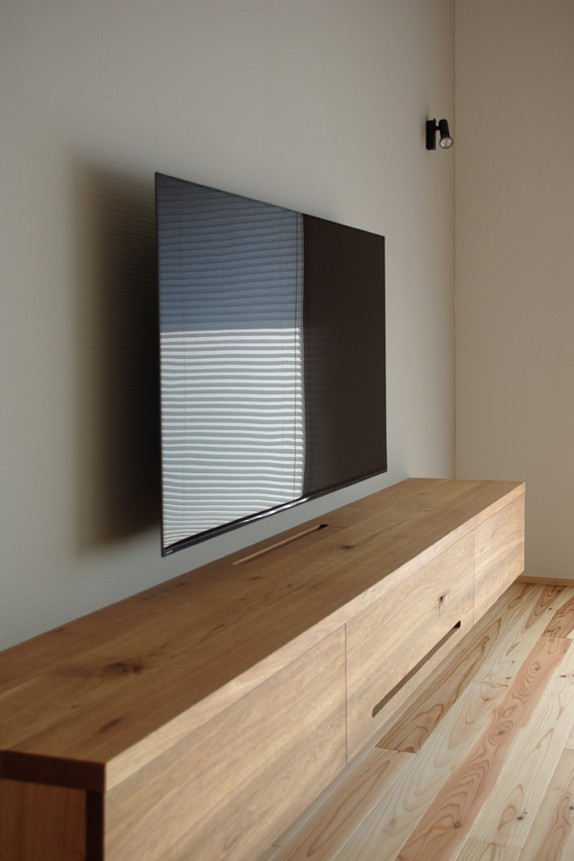 造作のTVボード。