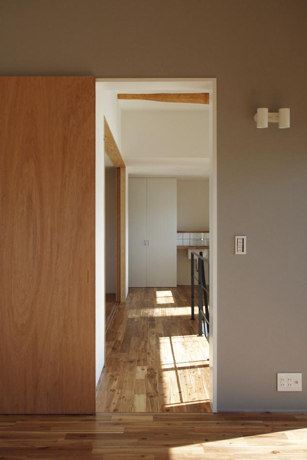寝室からホールを見る,洗面,収納,